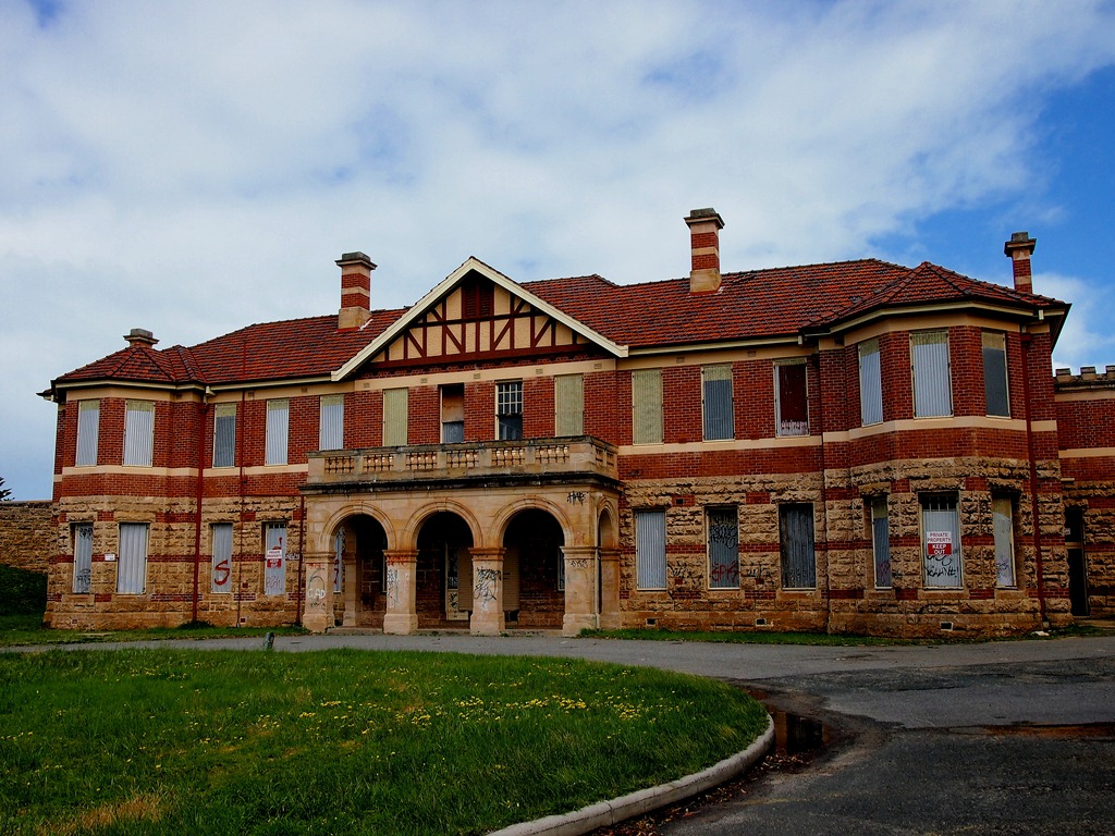 Claremont hospital for the insane finding family for Montgomery house