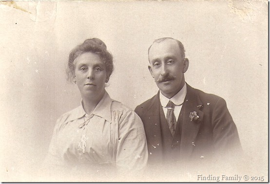 Unknown - Couple (Wishing you a Merry Christmas and a Prosperous New Year)